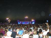 2003-08-03_Robbie_at_Knebworth_0011.jpg